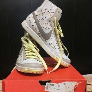 Nike Women's Blazer White Prem Mid Mtr 314990 101
